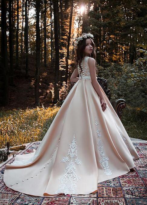 Stunning Satin Scoop Neckline Floor-length Flower Girl Dresses for Wedding With Lace Appliques Belt Girls Communion Gown