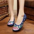 Sapatas lisas das mulheres pano de algodão tradicional chinesa plum padrão de flor senhoras vulcanizada planas confortáveis sapatos de caminhada suave