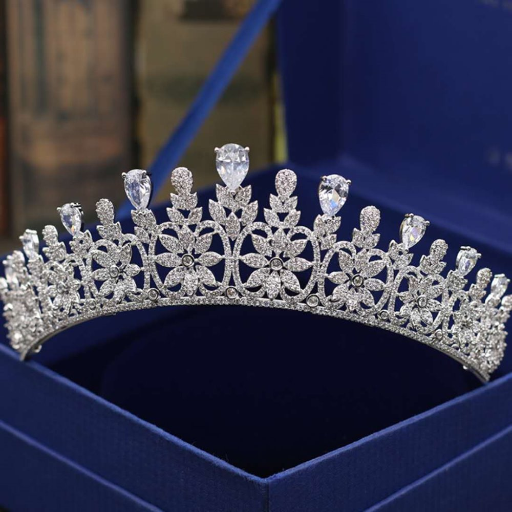 Wedding Crown Bridal Tiaras and Crowns full Cubic Zirconia Silver Color Hair Crown for Women 2018 Hair Accessories Jewelry high quality bridal tiaras and crowns full cubic zirconia gold color wedding hair crown for women hair jewelry accessories