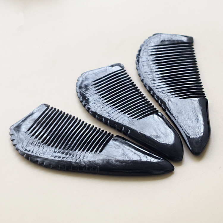 Купить с кэшбэком 1PC Authentic Black Flower Horn Comb 12cm Bag Comb Natural Grain Massage Tip Tail Comb G0411