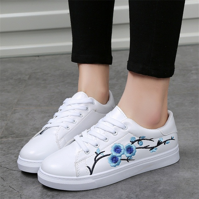 d30a29bf535 2018 Women Fashion New Embroidered Casual Shoes Summer Lace-Up Female  Footwear Leisure Ladies Canvas Shoes Women CLD910