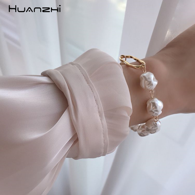 HUANZHI 2019 New Baroque Irregular Imitation Pearls Gold Metal Link Chain Bracelets for Women Girl Summer Party Jewelry