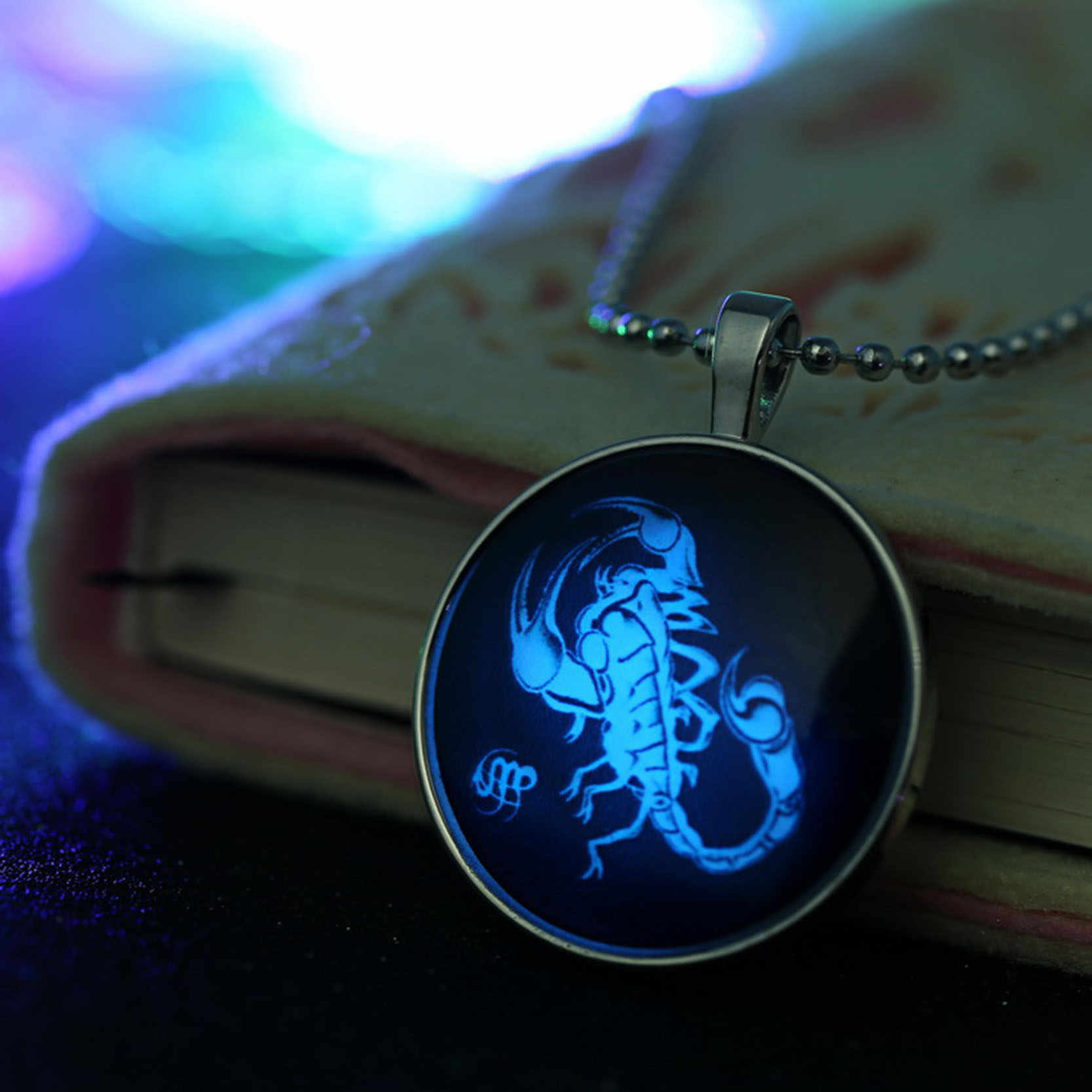 Scorpio Zodiac Sign Night Light Bead Chain Silver Plated Glass Pendant Necklace Glow In The Dark Jewelry Luminous Astrology Gift