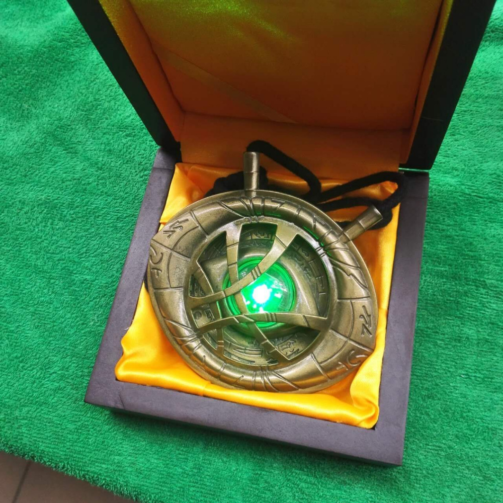 New hot Cosplay 1/1 Doctor Strange necklace keyring Time Stone Eye of Agamotto with LED light and Beautiful Wooden Box high quantity dr doctor strange bronze pendant eye of agamotto necklace cosplay props marvel dc movie