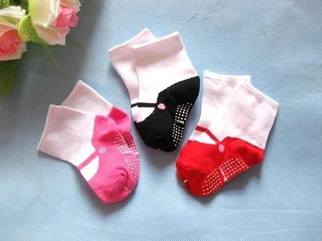 Calcetines de moda para niñas 2016 calcetines cálidos para bebés punto niños lindos zapatos de algodón calcetines 6 24 M niños 3 colores