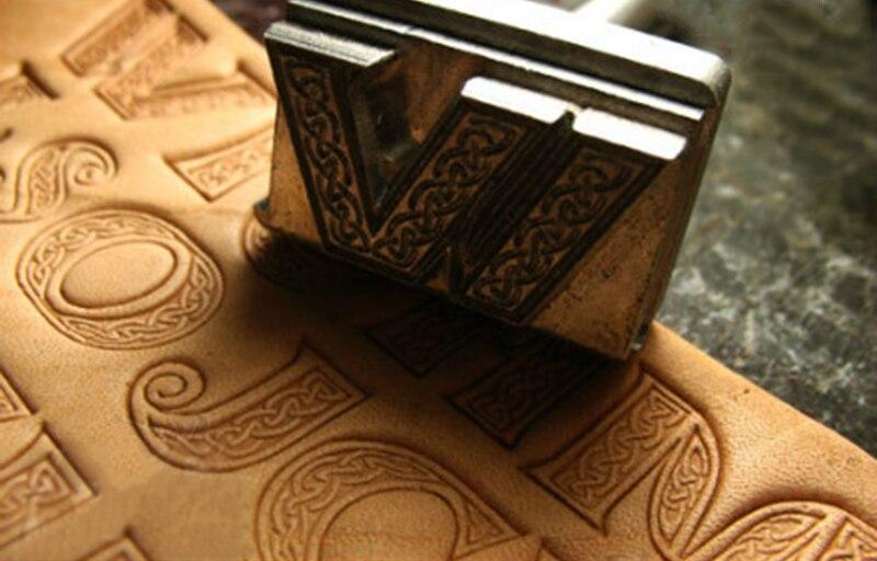 Celtic สไตล์พจนานุกรม Táne วัฒนธรรมชุด 26 ตัวอักษรแม่พิมพ์มือทำงานการออกแบบที่ไม่ซ้ำกันหนังทำงานเครื่องมือ-ใน การแกะสลัก จาก บ้านและสวน บน   3