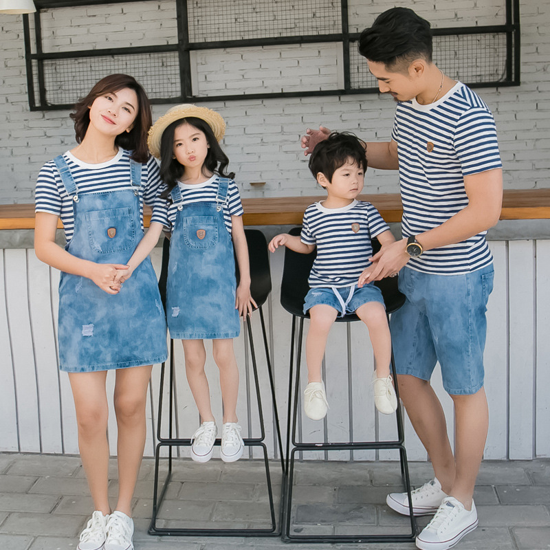 Family Look Mother Daughter Dress Summer Denim Strap Dress Set Father Son Stripe T Shirt+denim Short 2pcs Family Matching Outfit купить недорого в Москве