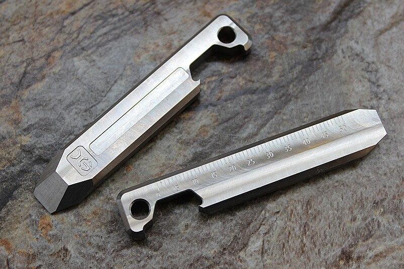 Alliage de titane EDC porte-clés multi-usages outil carte échelle pied de biche décapsuleur ligne droite et vague