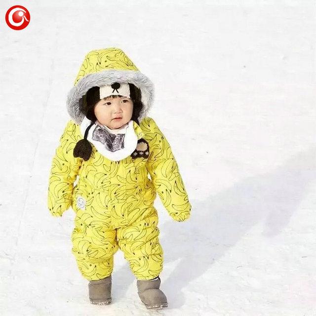 Inverno Bebê Recém-nascido Banana Fleec Engrossar Jumpsuits Rompers Brasão Para Meninos/Meninas Com Capuz De Pele Parkas Outwear Roupas De Esqui De Neve ternos