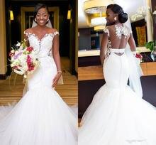Свадебное платье русалки с открытой спиной и кружевной аппликацией