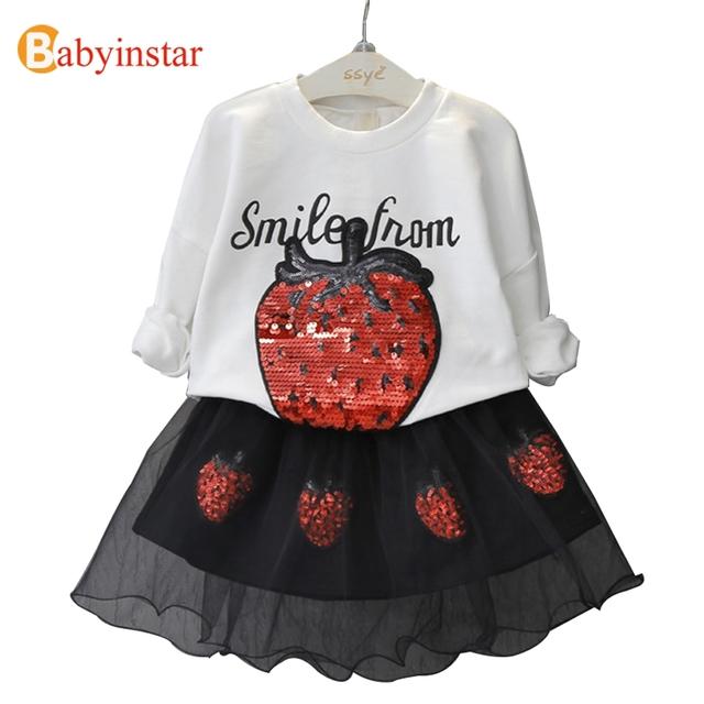 Babyinstar Moda Primavera Ropa Niñas Establece Fresa Grande Patrón de la camiseta + Falda de Malla Negro 2 unids Sistemas de Los Niños ropa de Abrigo