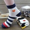 Venda quente! mens meias desenhos animados primavera outono-inverno casual Meias Superman Spiderman meias listradas dos homens para o Sexo Masculino Tamanho livre