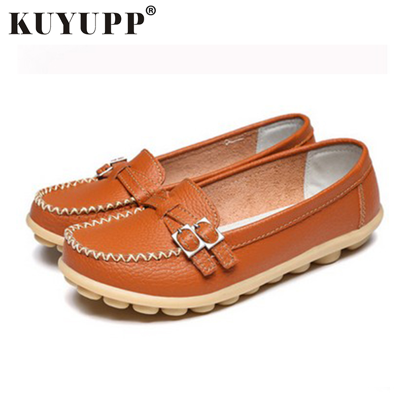 KUYUPP Soft Leather Flat Shoes Women's Casual Cute Loafers Flats Moccasins Slip-On Slippers Buckle Woman Shoes Mother YDT08 soft pu leather women flat shoes casual driving loafers flats moccasins slip on comfortable buckle woman shoes new fashion sdt08