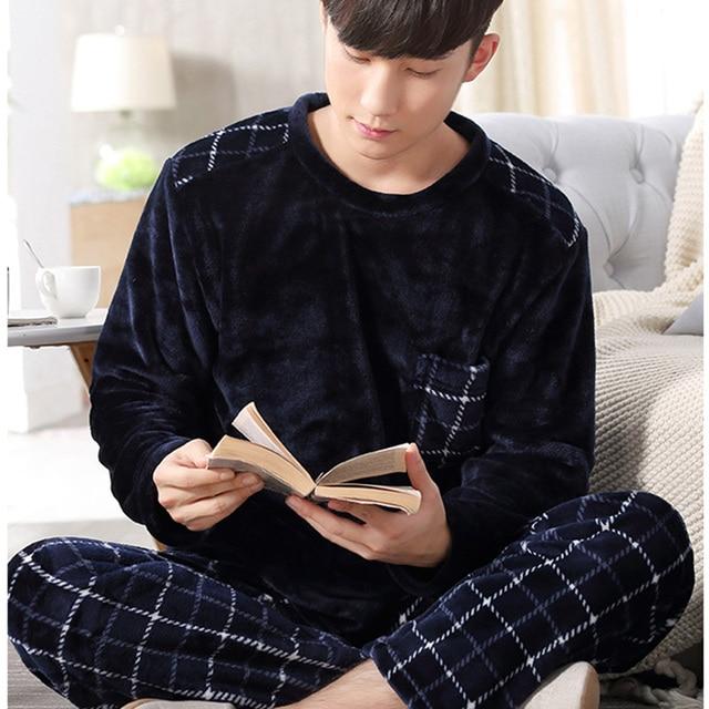 552a146f26878 Nouveau Corail Polaire Hommes Pyjamas Flanelle Ensemble de Nuit Homme  Grande Taille Pyjamas Homewear Chaud Nuisettes