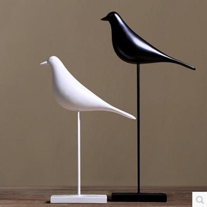Eiropas stila putns, mājas apdare un amatniecība, dārza apdare, radoša putnu statuja