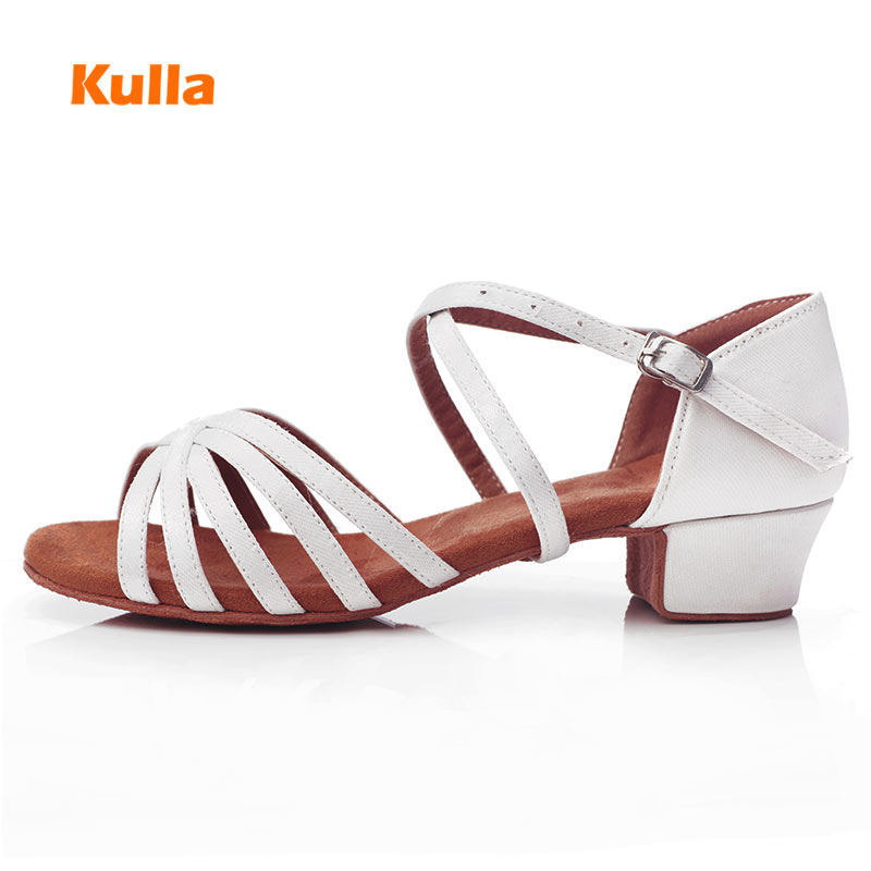 Children Girls Low Heeled 3/3.5cm Latin Dance Shoes White Satin Soft Sole Professional Ballroom Dance Shoes For Women Wholesale
