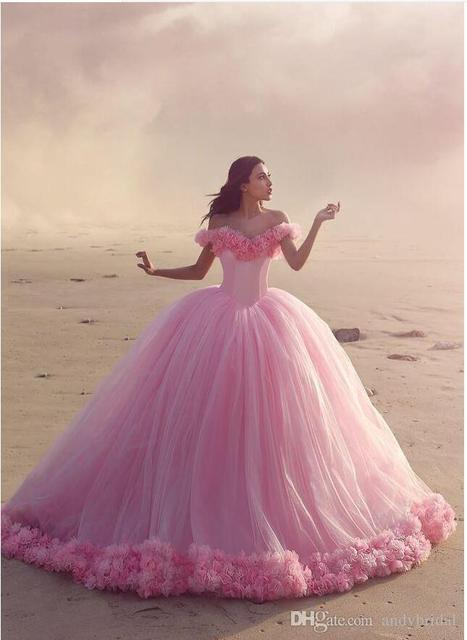 2017 Vestidos de Quinceañera Rosa Bebé Vestidos de Bola Fuera del Hombro corsé venta caliente sweet 16 vestidos de baile con hecho a mano flores