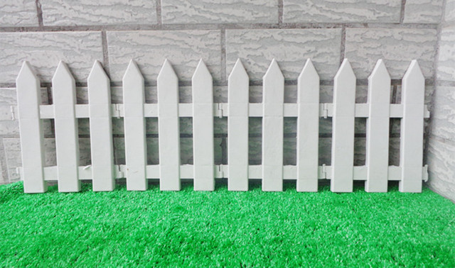 Great 10Pcs/Lot White Fence Plastic Garden Fencing Sharp Corner Small Fence  Christmas Tree Fence