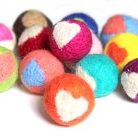 Brand New 20PCs/Lot Love Heart Printed Round 30MM Handmade Wool Felt Balls Fit Girls Elastic Hedband Hair Clips Ornament Decor