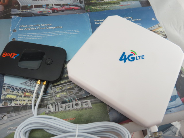 (Black) Huawei E5577 Wireless Mobile Hotspot 4G WiFi Router, +4G 35dbi TS9 antenna