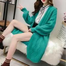 Alta calidad 2018 Otoño Invierno de punto Cardigans Coat mujeres moda manga  larga Poncho suéter hermosa 3baf79e56dd