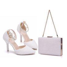 Crystal Queen, chaussures de mariage à bout pointu, chaîne en perles blanches, sandales de fête à talons fins, sacs assortis, porte monnaie