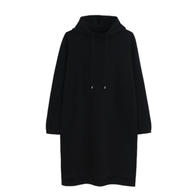 thick bottomed hooded dress with long sleeves and a cap that is crossed over the knee