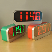 LED Digital Alarm Clock Date And Temperature Display,24 /12 Hours time Conversion,Power Off Memory,Night Lights,USB power supply