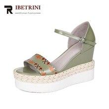RIBETRINI Új Női Valódi Bőr Buckle Strap Wedges Cover Heel Solid Platform Cipők Női Alkalmi Nyári Szandál Méret 34-39