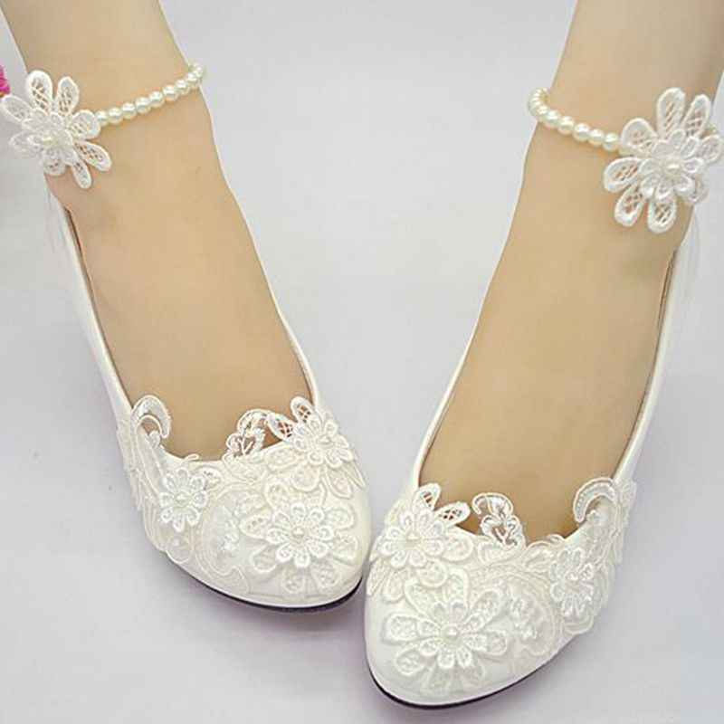 アイボリーのレースの結婚式の靴女性のアンクルビーズアンクレットレース花花嫁ブライダル結婚式パンプスプラスサイズ低高ヒールメイド