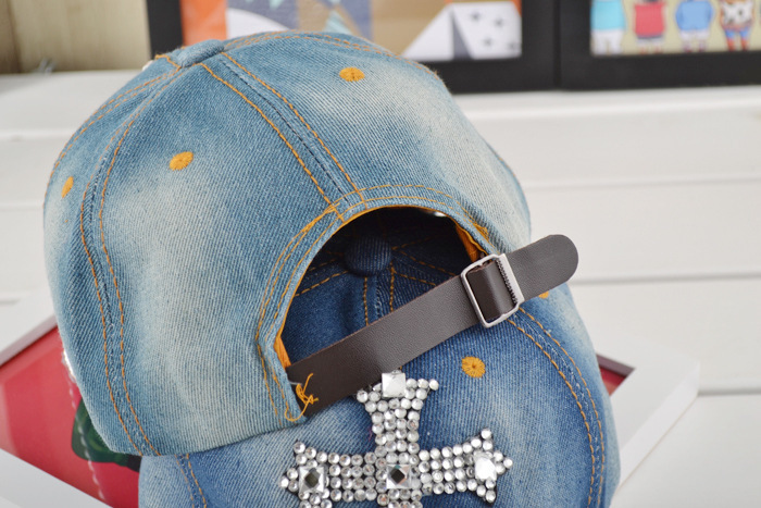 362b983f31b Aliexpress.com   Buy Jean Snapback Hat Cap Base Ball Cap Women Bling Hats  Retro Distressed Crystal Blue Denim Men Baseball Cap Rhinestones Hat YY0241  from ...