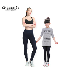 SheeCute familia Matching Outfits primavera otoño polainas del color del caramelo de la manera la madre y la hija pantalones niñas leggings