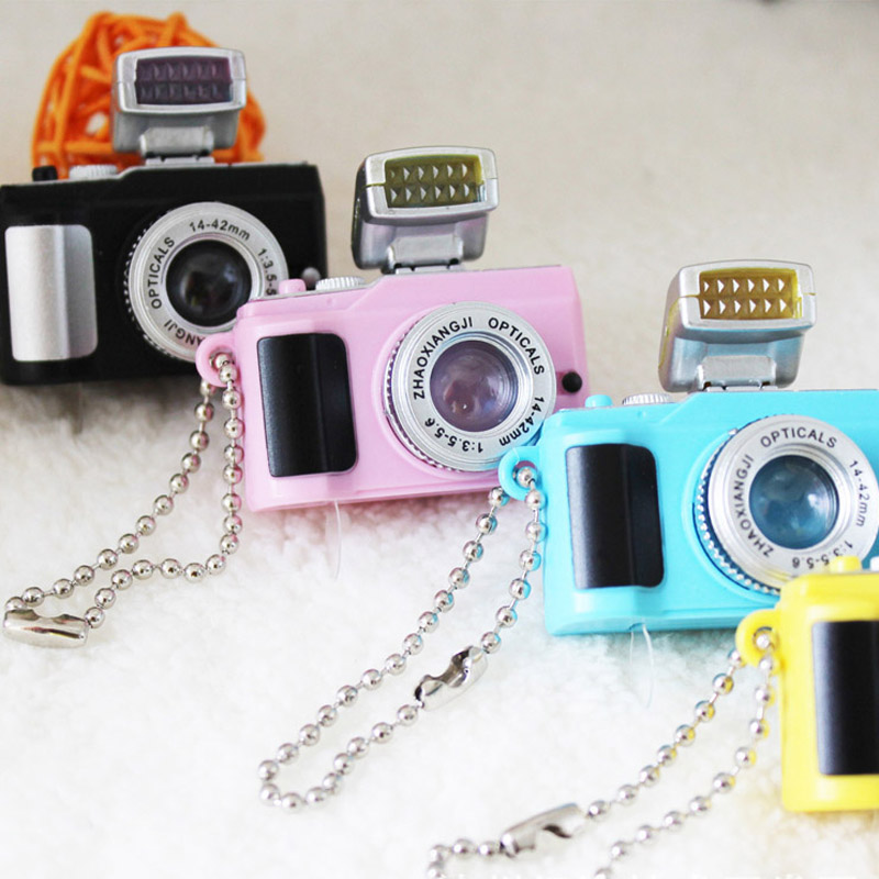 Creative Mini Camera Toy keychain With 'Crack' Sound LED Flashlight Funny Toy for Bag Pendant  Key Ring LED Light-Up Toys Gift