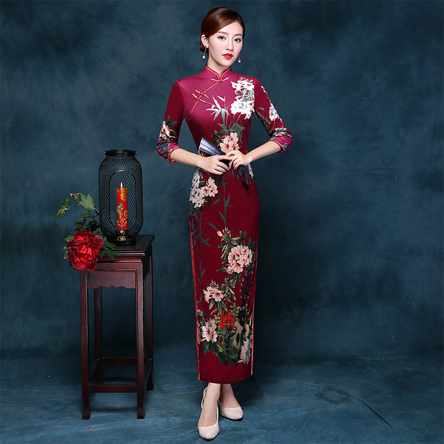 2017 New Velvet Cheongsam Long Qipao Red Women Chinese Traditional Dress  Party Dresses Retro Dressing Gown Robe Orientale 023024f45