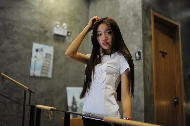 HTB1Ow9SLVXXXXcaXFXXq6xXFXXXR - Wonderfulland women summer 3d camellia embroidery luxury T-shirt