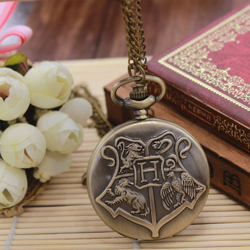 Hogwarts School Badge Harry Potter Quartz H Pocket Watches With Necklace Chain Retro Unisex Gift For Men Women Relogio De Bolso old antique bronze doctor who theme quartz pendant pocket watch with chain necklace free shipping