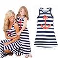 Nuevo estilo europeo summer family clothing moda azul y blanco chaleco rayado muchachas 2 - 11 T vestido de la playa con anclas