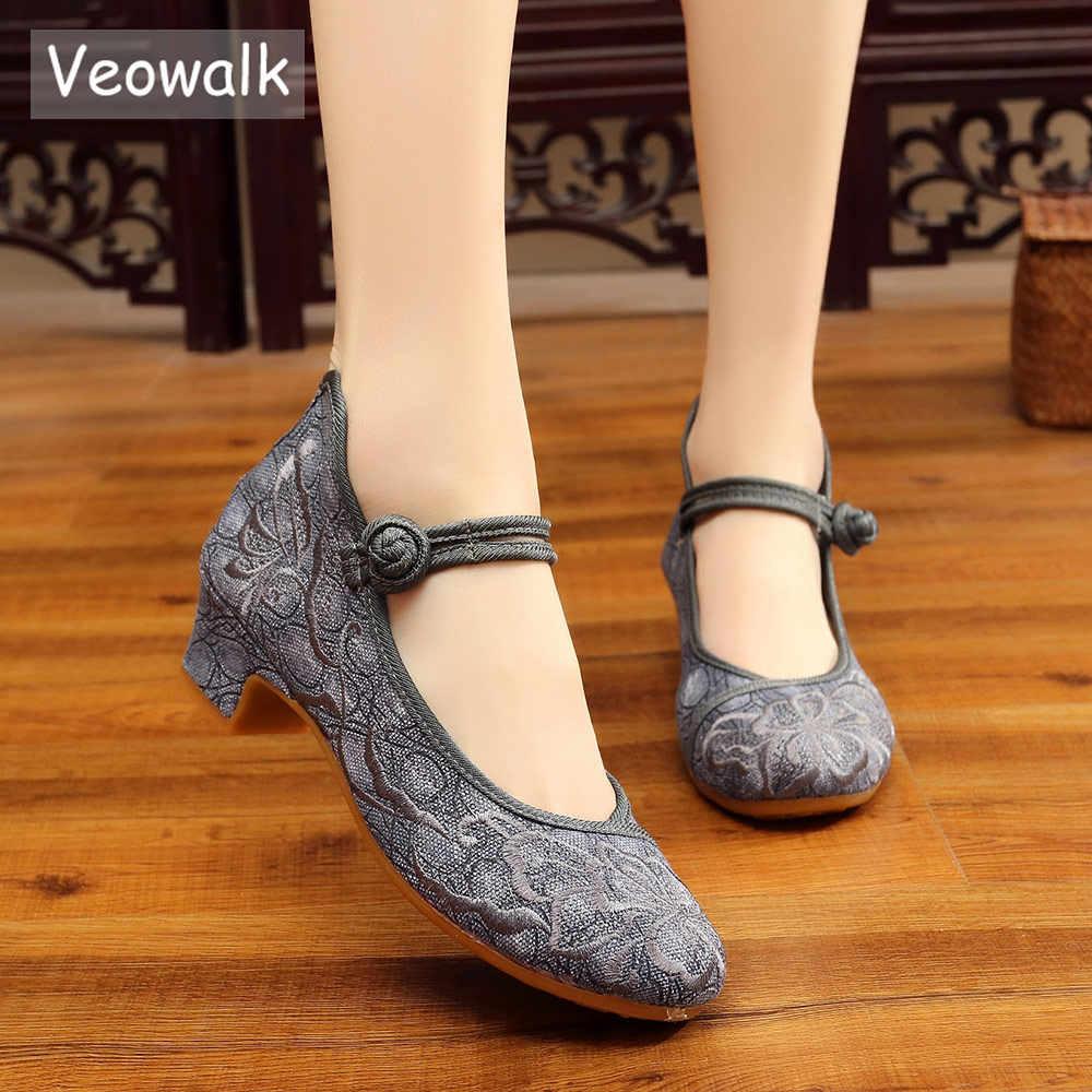 Veowalk ดอกไม้ปักหญิงต่ำส้นผ้าใบปั๊มสายรัดข้อเท้าสุภาพสตรี Comfort จีน Cheongsam ฝ้ายรองเท้า