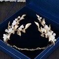 Высокое качество белые керамические цветок невесты hairbands перл золотые листья tiara корона свадебные аксессуары для волос