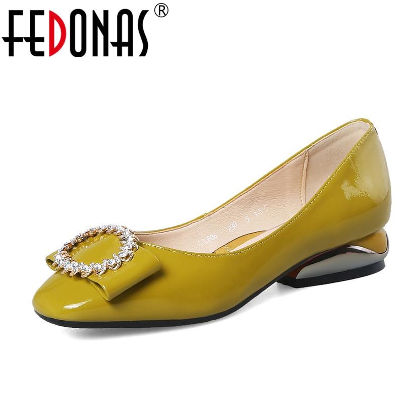 FEDONAS 2020 Vrouwen Zomer Herfst Schoenen Lederen Vierkante Hoge Hak Schoenen Vrouw Pompen Slip Op Dames Bruiloft Schoenen-in Damespumps van Schoenen op  Groep 1