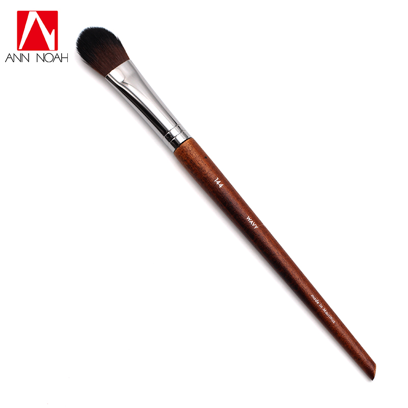Professional Makeup Artist Long Slender Wood Handle Wavy Hair 144 Pointy Tapered Tip Medium Flat Precision Highlighter Brush