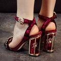 2016 novo verão artesanal Gaiola grosso chunky sapatos de salto alto de camurça bombas com strass flor fivela do dedo do pé aberto sandálias sensuais mulheres