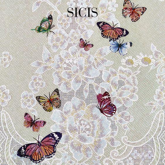 Les papillons volent du mur, œuvre de mosaïque