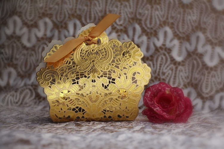 50X or/blanc découpé au Laser boîtes de faveur de mariage boîte de bonbons de mariage 2015 papier boîte cadeau boite a dragée casamento caixa corte a laser