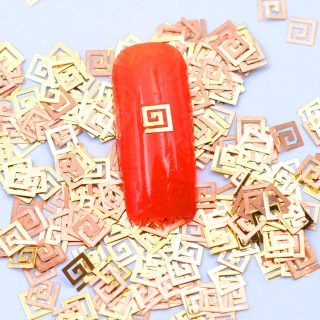 800 adet/paket Altın Karton Tırnak Taşlar Metal Marka Sembolü Tırnak Sanat Aksesuarı Tırnak Malzemeleri