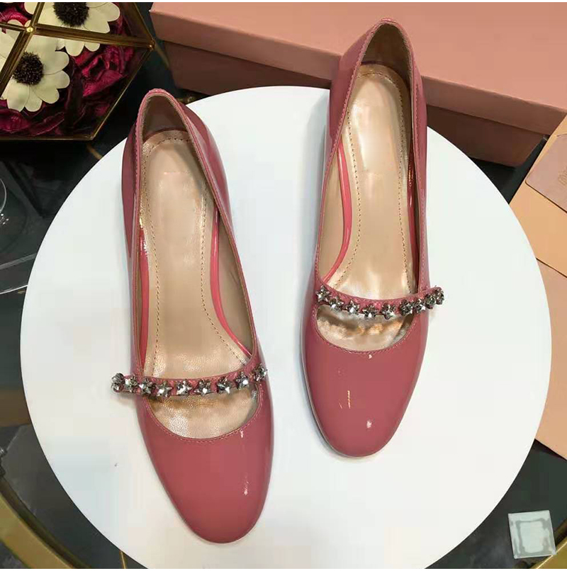 pink Frau Elegante red Schmale Feminino Abgerundete Neue Pumpen Kristall Fünf stern Ankunft Band Sapato Frauen Decor Hoof Kappe Black Heels Schuhe Klassische 1R5wEqWw