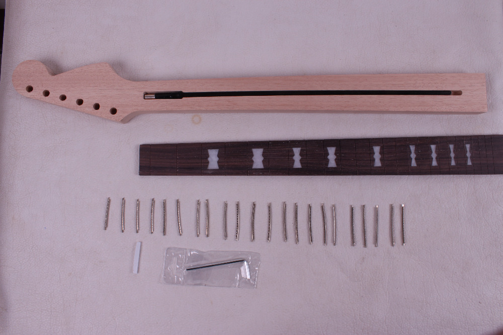 one unfinished electric guitar neck mahogany made and rose wood fingerboard Bolt on 22 fret 0113# black color 24 frets holt on one electric guitar neck mahogany wood and rosewood fingerboard 171