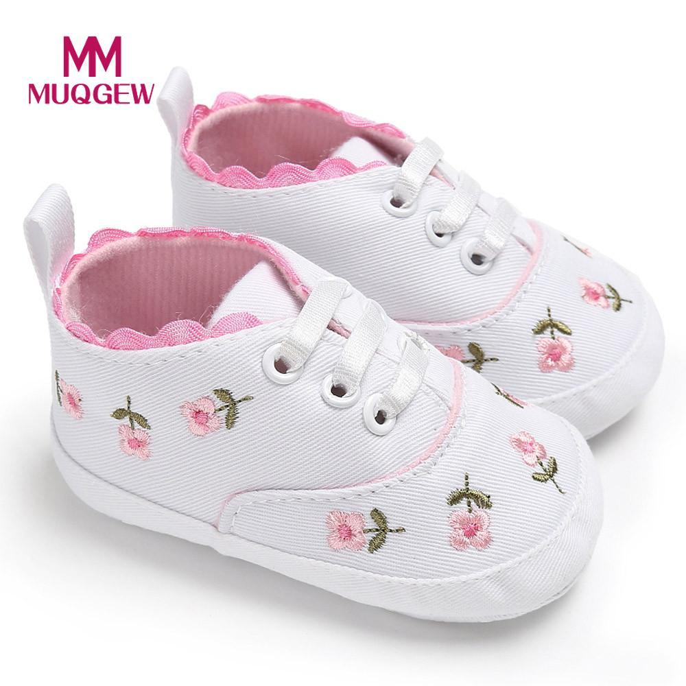 68d4ab485 الوليد الرضع طفل الفتيات الأزهار سرير أحذية لينة وحيد المضادة للانزلاق أحذية  رياضية قماش الاطفال الفتيات