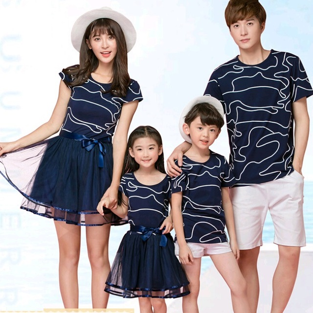 2017 New Family Style Set Cotton Top+Mesh Bottom Mother/Mom Daughter Dresses Father Son T shirt Clothes Family Clothing AL17