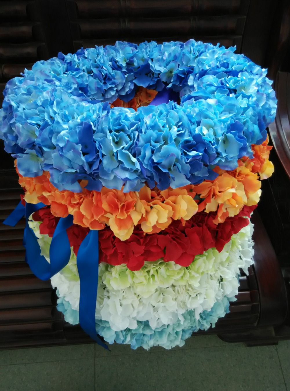 Summer wedding decoration blue hydrangea wreaths front